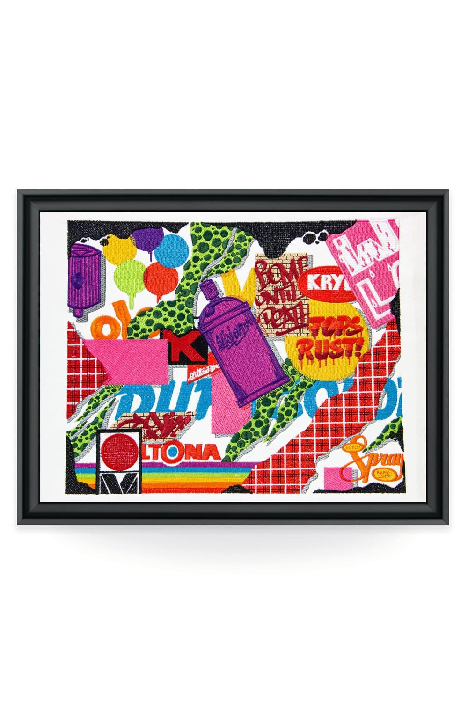 Réputé pour ses formes complexes et colorées inspirées de la rue, de la musique ou des cartoons, VISION propose une toile brodée à son image produite dans les ateliers lyonnais de la galerie textile Vangart.