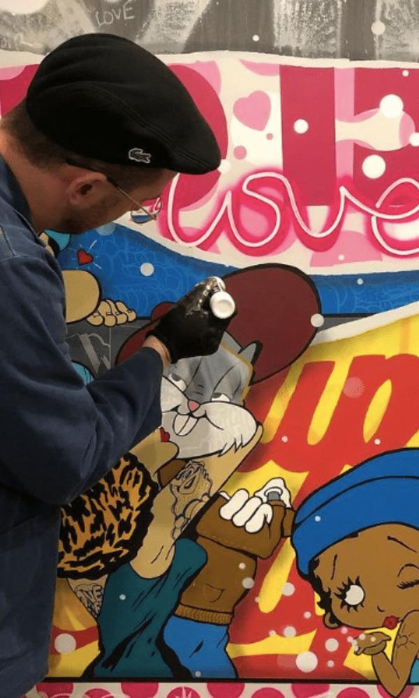 Artiste contemporain avec une touche « Graffiti », Homek se définit selon un motif central, séquencé de déchirures ou séparations graphiques, illustrant dans chacune d'elles une ambiance ou matière différente.