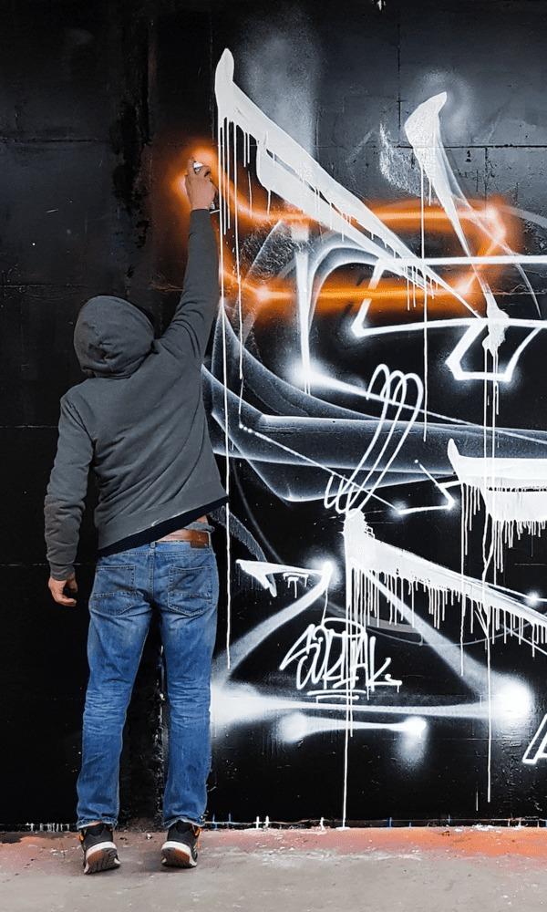 Poussé par son besoin de créer, Soklak ne se limite pas aux créations éphémères de rue et se diversifie par la peinture sur toile. Il cherche également à étendre sa technique du graffiti à celle de la calligraphie. Ses inspirations sont multiples et une partie de son travail vise à revisiter le cubisme ou le futurisme afin de nous livrer sa vision contemporaine de ces mouvements.