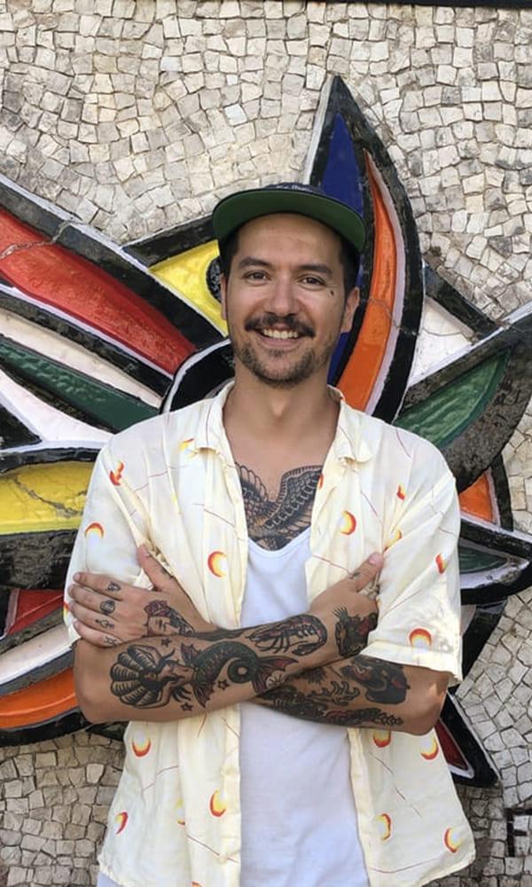 Illustrateur et tatoueur, Yannick Nory, connu sous le pseudonyme YNY, puise son inspiration dans son histoire personnelle, ses lectures, les musées et ses voyages.