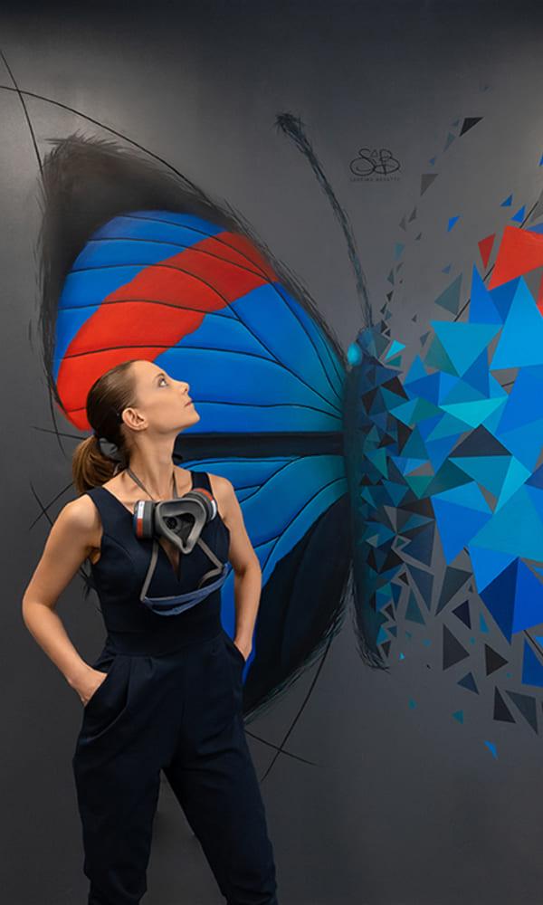 Graffiti artiste en constante évolution, Hélio Bray fait le choix de la broderie d'art pour diversifier sa technique.